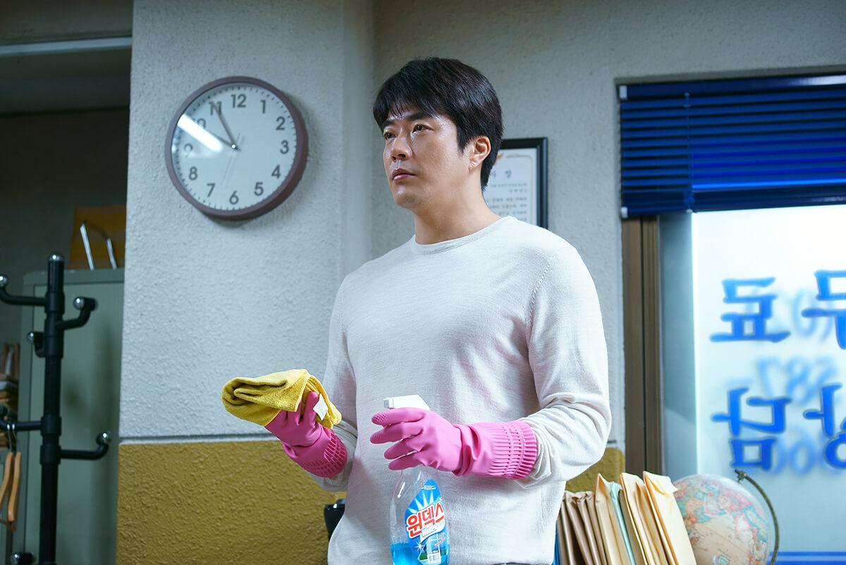 Kang Dae-man (Kwon Sang-woo vào vai) - Thám Tử Gà Mơ 2