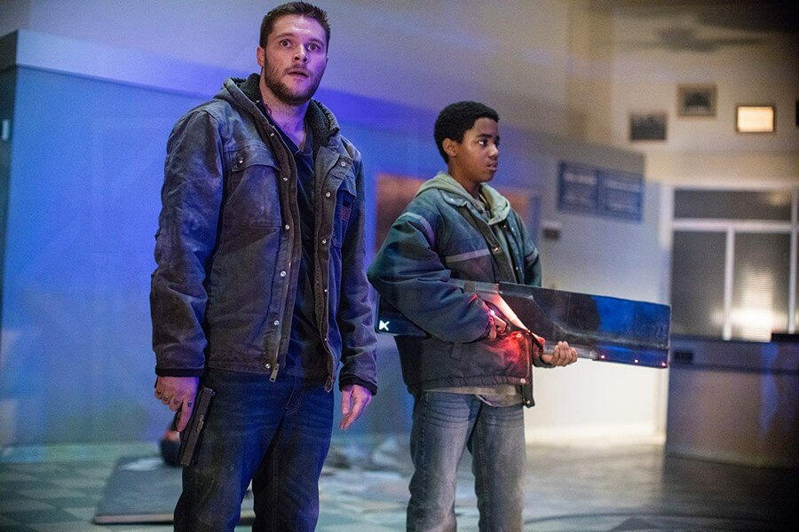 2 anh em trốn chạy cùng món vũ khí bí ẩn - Kin (Vũ khí bí ẩn)