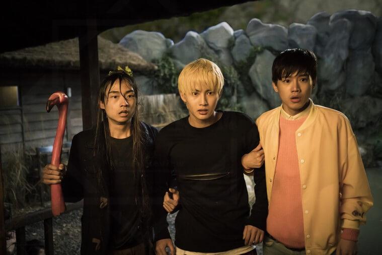 3 anh chàng này sẽ khiến bạn cười nghiêng ngả - Secrets in the Hot Spring (Suối ma)