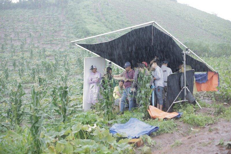 Đoàn làm phim Thạch Thảo đã phải chịu nhiều khổ cực để hoàn tất quá trình quay