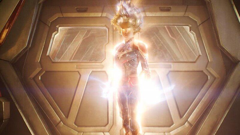 """""""Chị đại"""" tỏa sáng theo cả nghĩa bóng và nghĩa đen - Captain Marvel"""