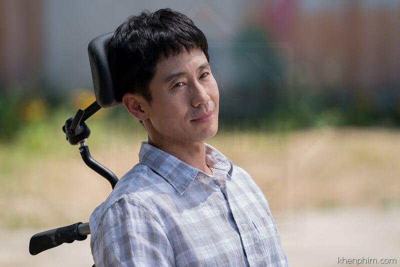 Shin Ha Kyun vào vai người anh trai liệt toàn thân - phim Thằng Em Lý Tưởng