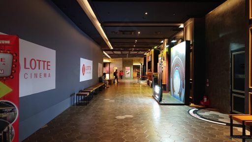 Khu vực chờ ở Lotte Cinema Ung Văn Khiêm