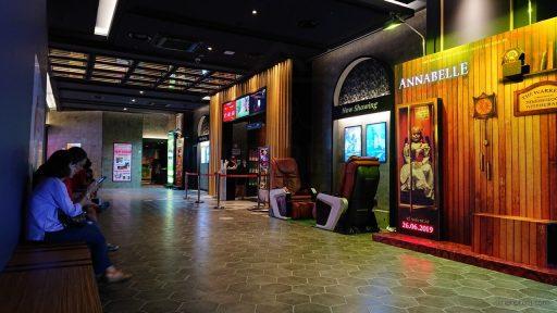 Khu vực chờ ở Lotte Cinema Ung Văn Khiêm 2