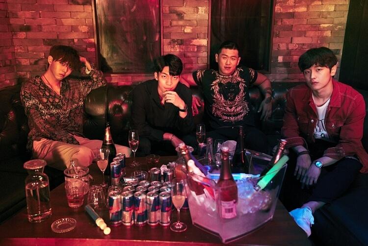 Nhóm thanh niên ăn chơi