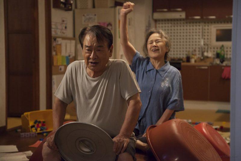 Cặp vợ chồng già đầy hạnh phúc trong phim Điều Ba Mẹ Không Kể