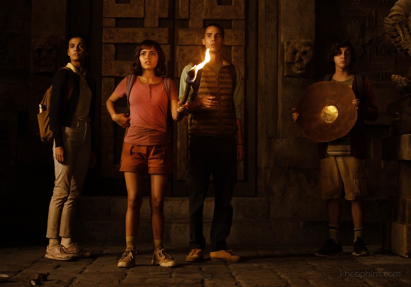 Nhóm bạn của Dora đang khám phá thành phố vàng mất tích