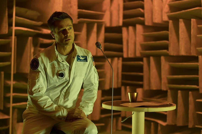Roy lúc ở sao Hỏa, đang gửi tin nhắn cho cha mình