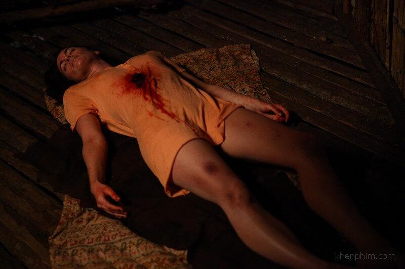 Một vài cảnh kinh dị máu me cũng được lồng ghép vào phim Đảo Săn Mồi