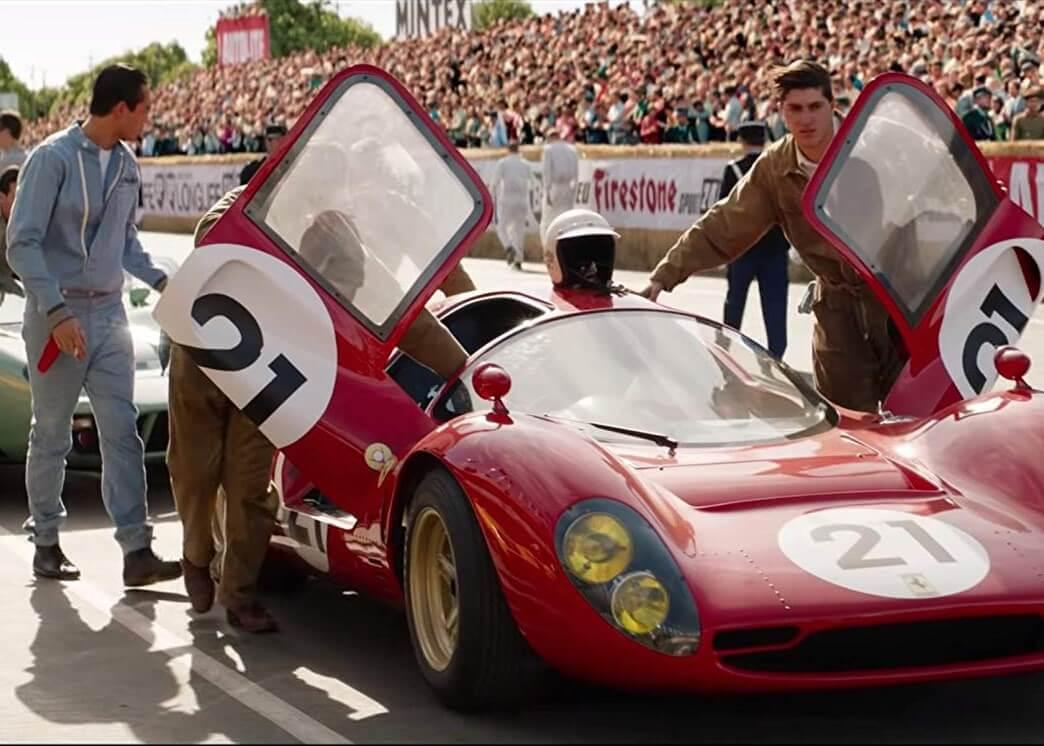 Những cảnh đua xe nghẹt thở là yếu tố tạo nên sựu hấp dẫn cho Ford v Ferrari