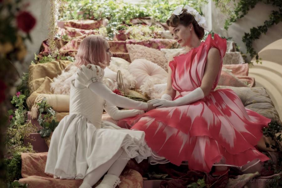 Nhân vật Uma (bên trái) trò chuyện cùng Công tước