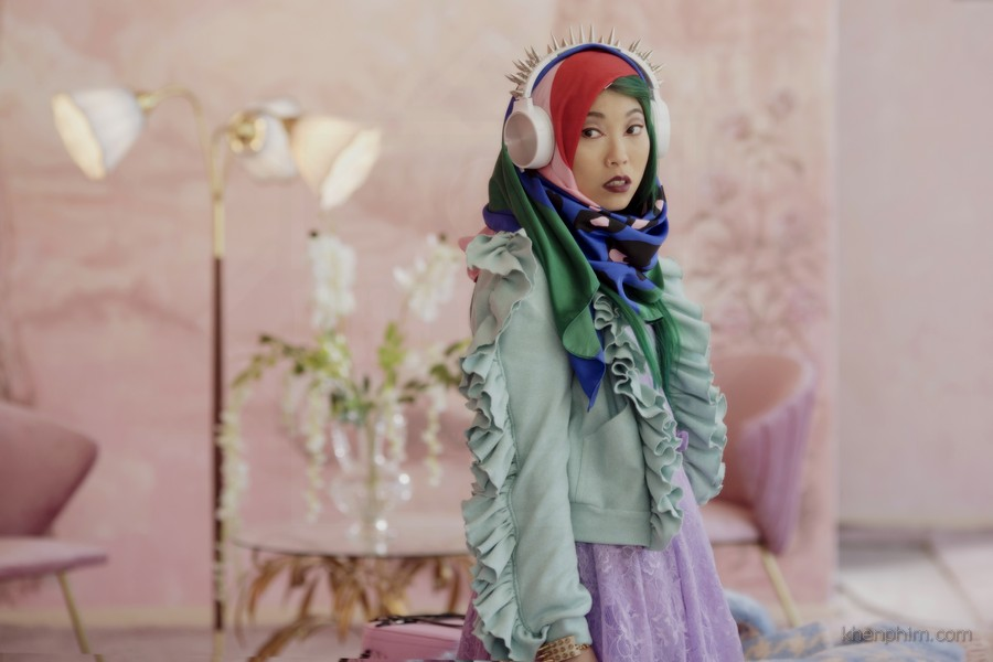 Yu (Awkwafina thủ vai) cũng là nhân vật nổi trội trong hành trình đào tẩu của các cô gái