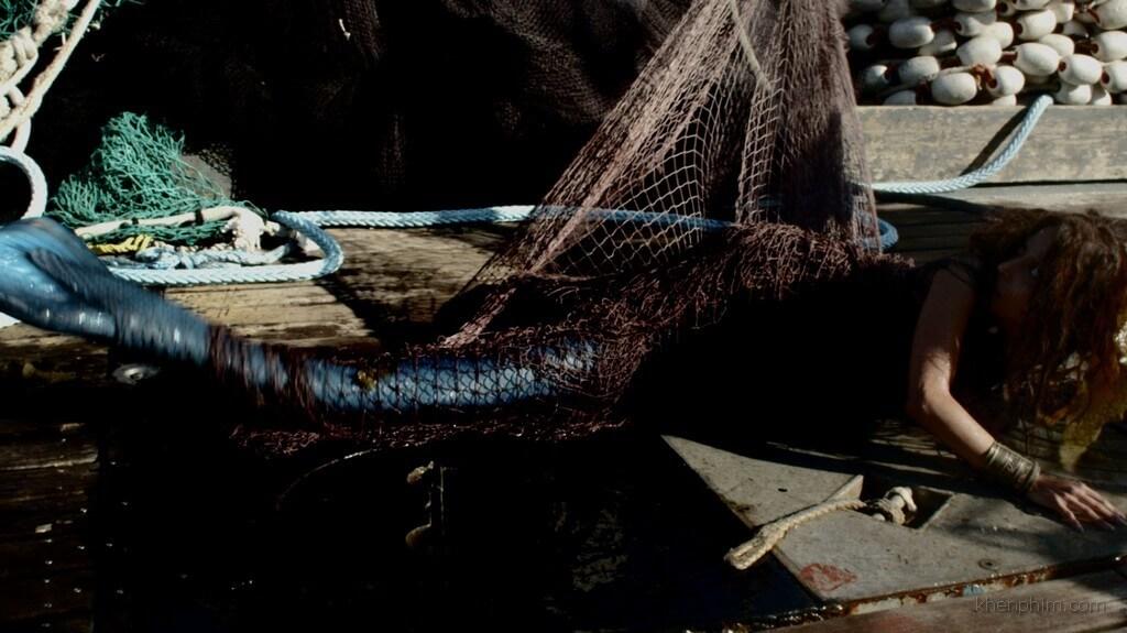 Người cá 1 giây trước khi bị chặt đuôi