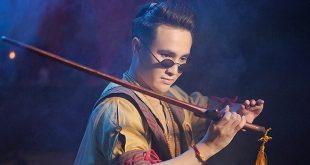 Tinh Lâm (Huỳnh Lập vào vai) là nhân vật chính trong phim Pháp Sư Mù