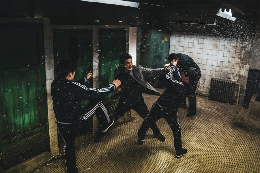Bên cạnh những hành động mãn nhãn & đầy đau đớn thì nhìn body của Kwon Sang-woo thôi cũng đủ tiền vé rồi