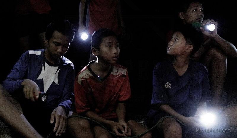 Những người bị mắc kẹt trong hang (The Cave)
