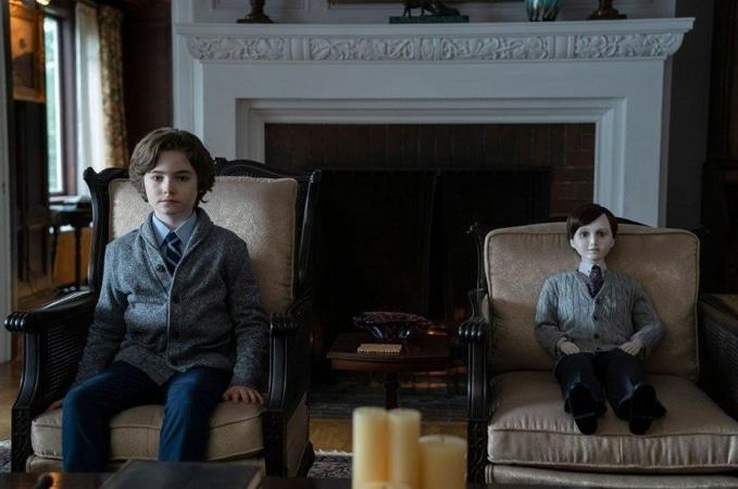 Cậu bé Jude và búp bê ma Brahms có nhiều điểm giống nhau về ngoại hình