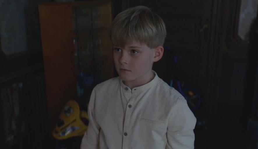 """Cậu bé được """"sinh ra"""" từ căn phòng cám dỗ"""
