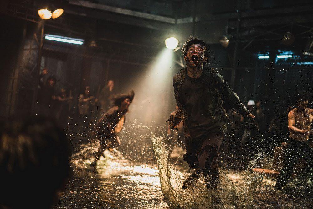 Zombie trong phim này chạy rần rần như bị ma dí á