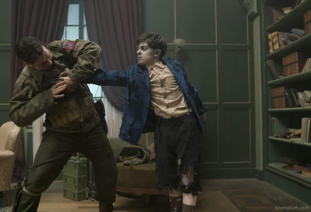 Dinh thự oan khuất - cậu bé và người lính