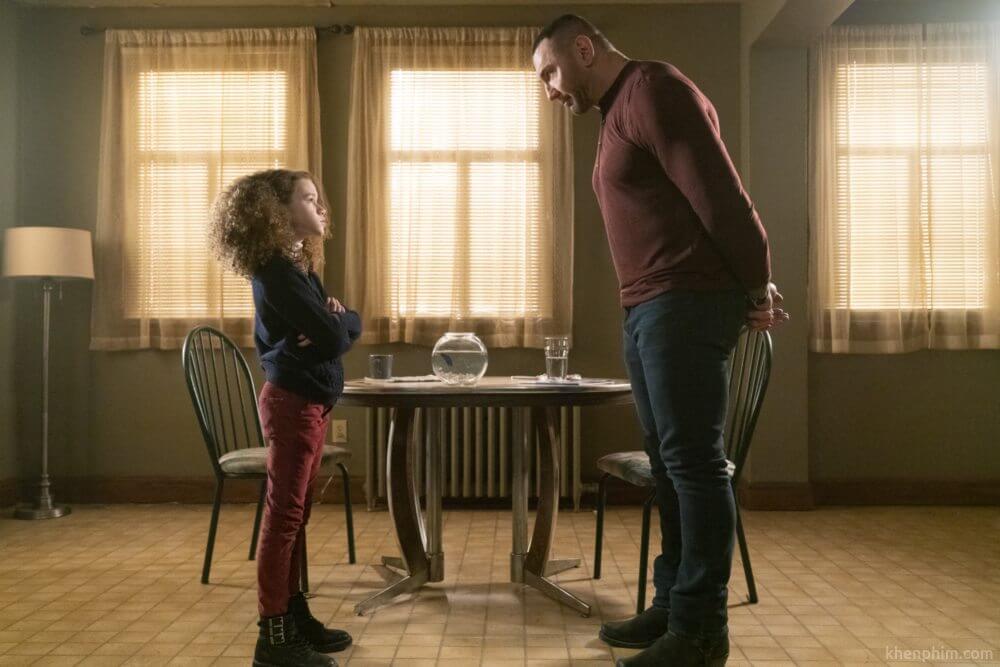 JJ đang dạy bé Sophie cách làm điệp viên siêu lầy