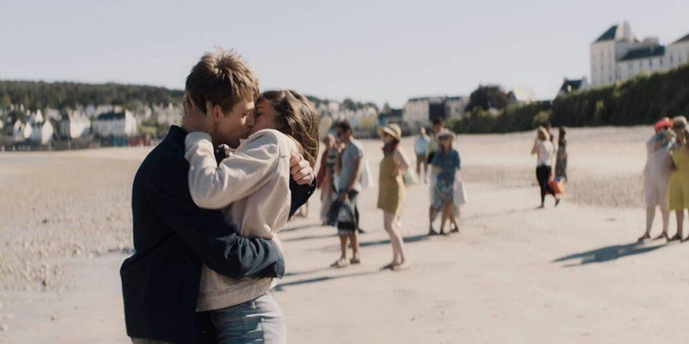 Yếu tố lãng mạn cũng xuất hiện trong phim