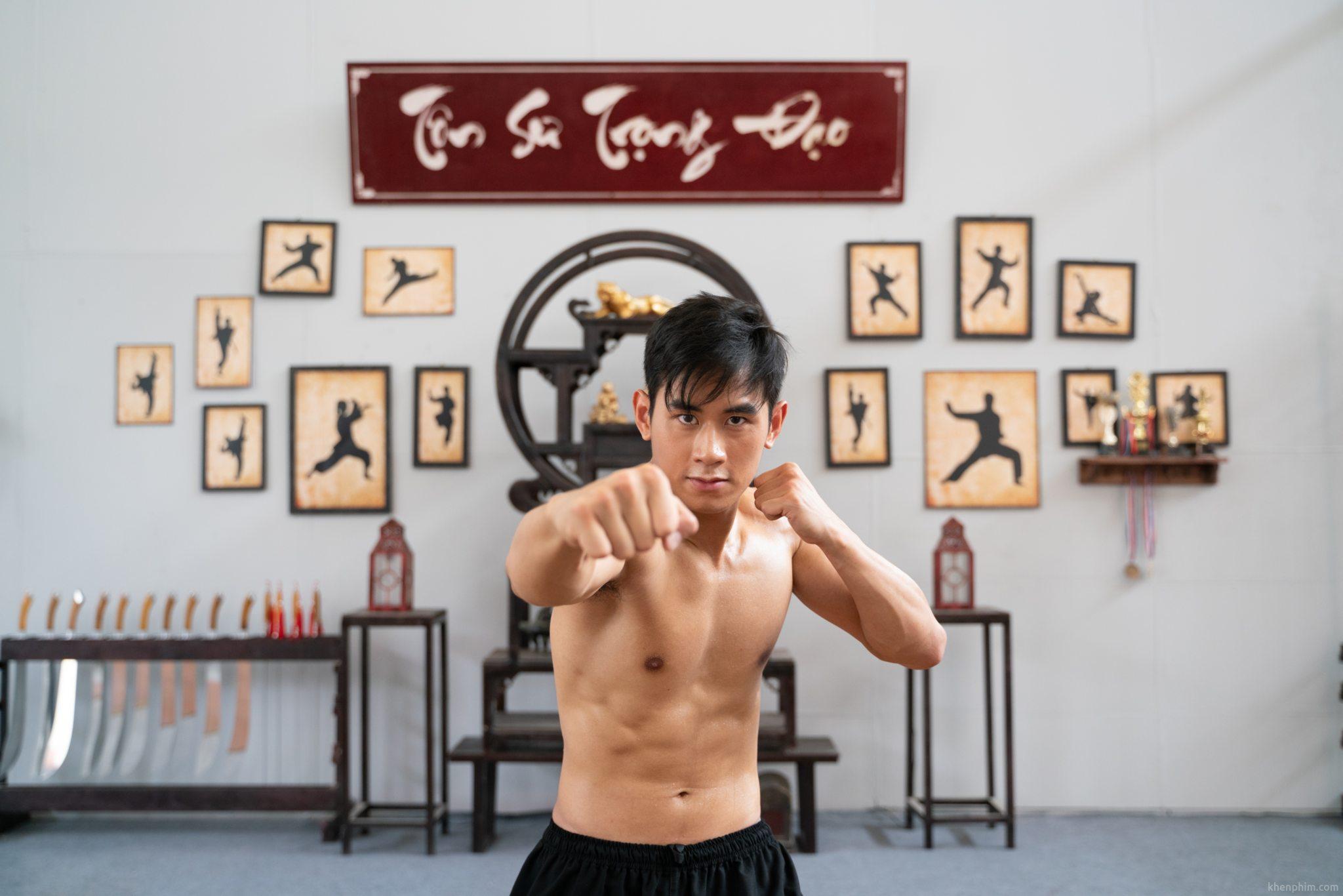Tiến Hoàng vào vai Khoa trong phim Võ Sinh Đại Chiến