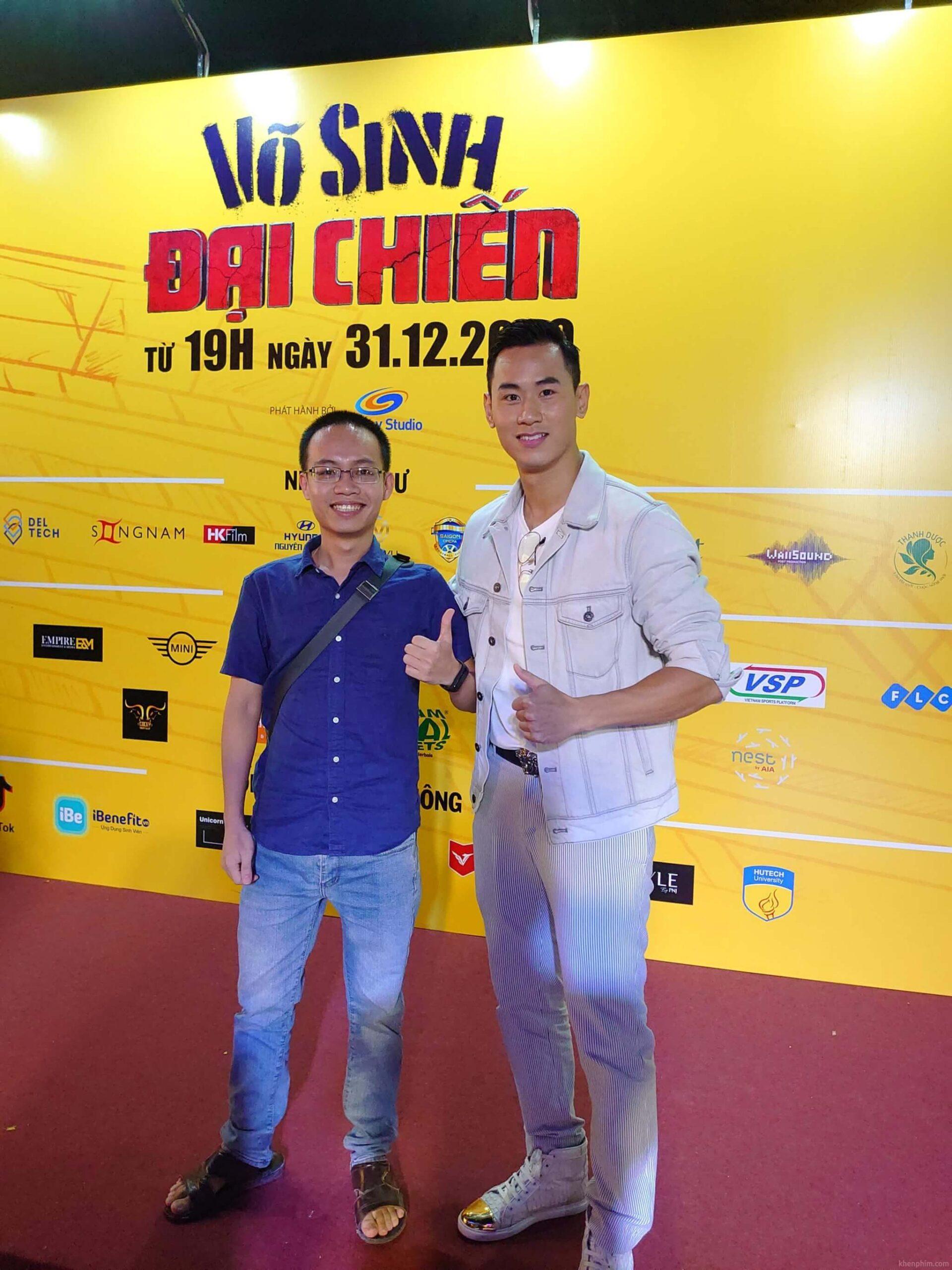 Admin chụp cùng diễn viên Tiến Hoàng tại buổi họp báo ra mắt phim Võ Sinh Đại Chiến