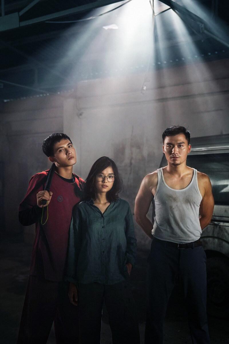 Hoàng Yến Chibi (đứng giữa) đóng vai Loan trong phim Người Cần Quên Phải Nhớ
