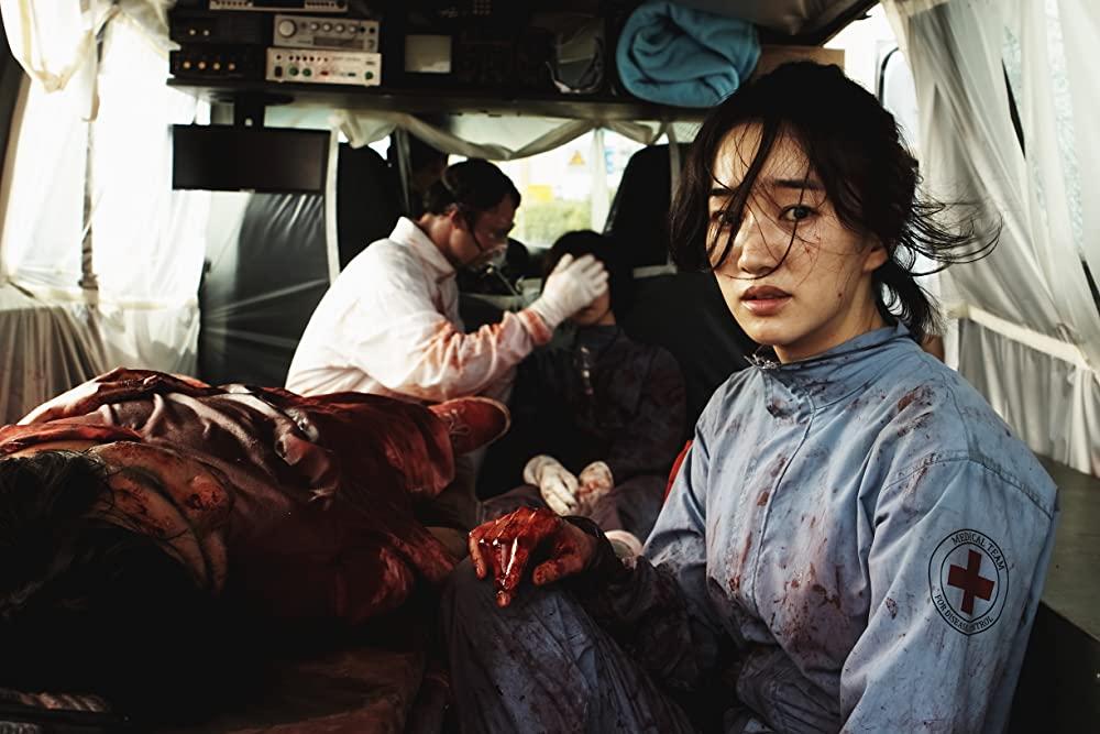 Chị đẹp Soo Ae vào vai một bác sĩ có tâm với nghề - Đại dịch cúm 2013