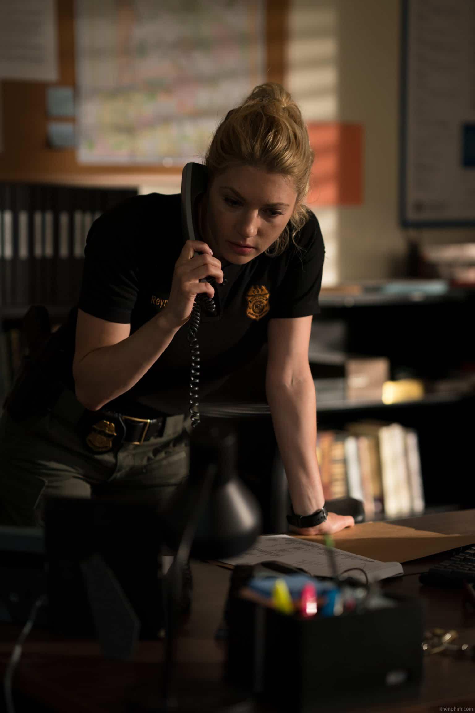 Nữ cảnh sát xinh đẹp nhưng bị ngó lơ - Tay Xạ Thủ