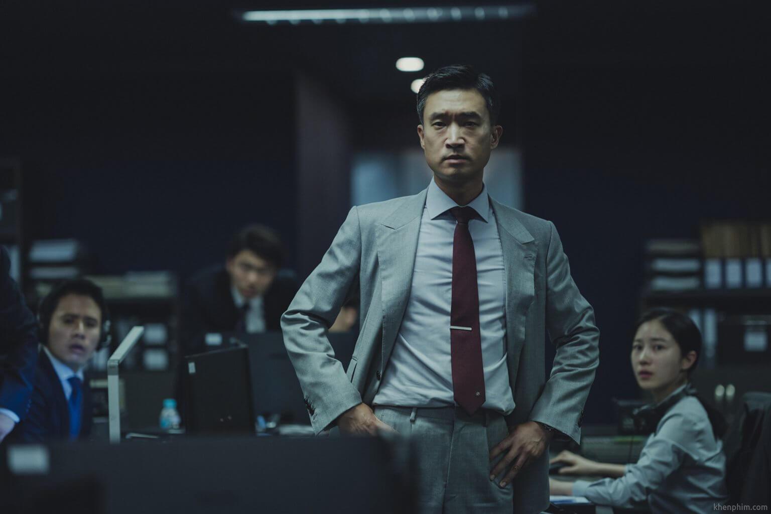 Diễn viên Jo Woo Jin vào vai thanh tra trong phim Người Nhân Bản